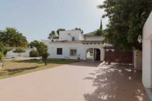 160322-CHARMING TRADITIONAL VILLA CLOSE TO AMENITIES-01